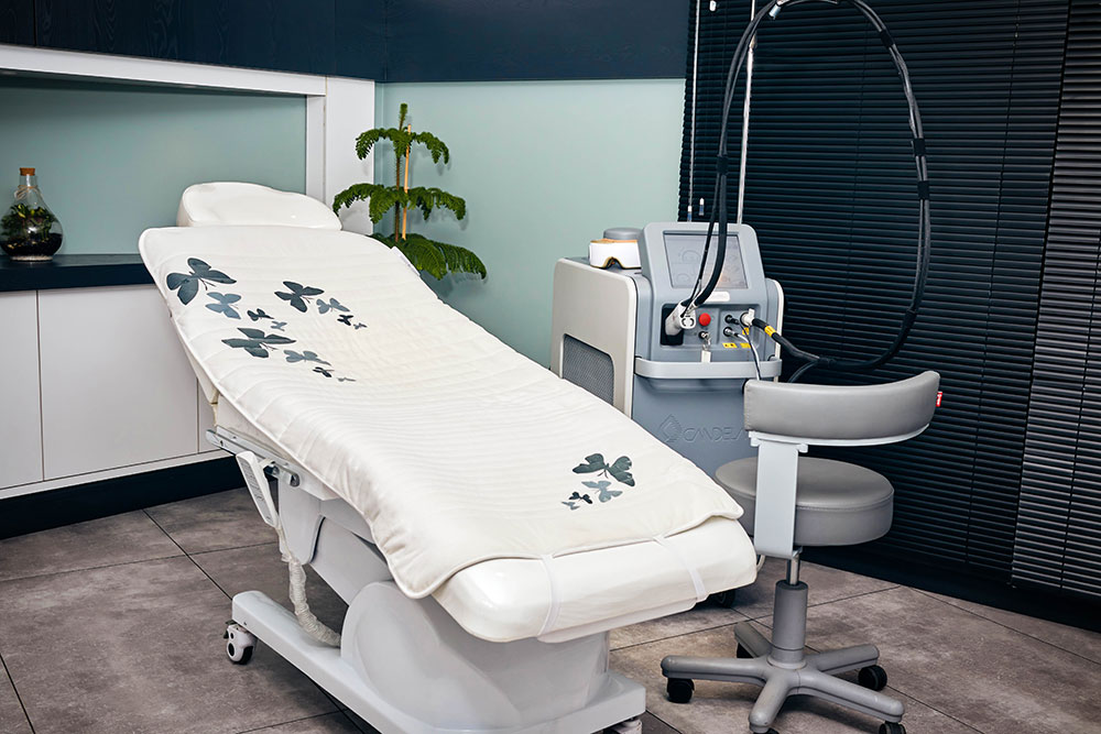 مرکز تخصصی پوست و مو دکتر مصطفی مهدوی نیا